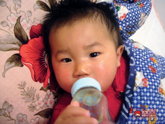 查看金东浩宝宝鼻子不通,只能抱着睡了照片
