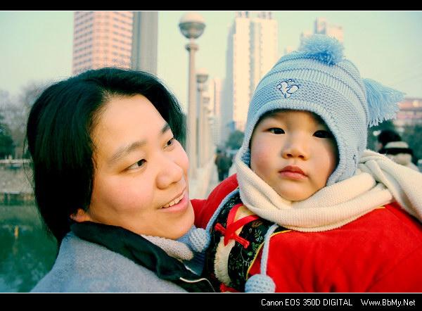 查看金东浩大年初一带宝宝出去玩照片