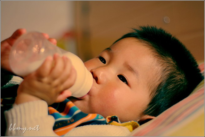 查看金东浩临睡前的一瓶奶照片
