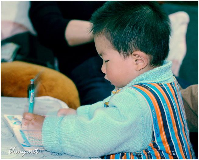 查看金东浩模仿别人写字照片