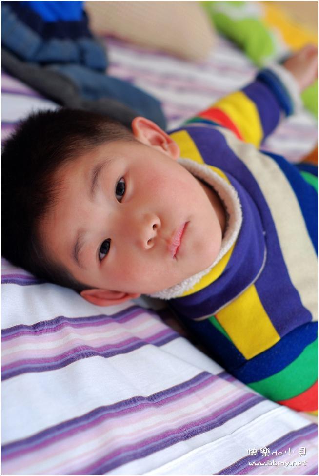 查看金东浩最爱睡姿照片